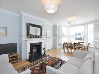 Elegant and naturally light 2 bedroom apartment with great outdoor space- Kensington - London vacation rentals