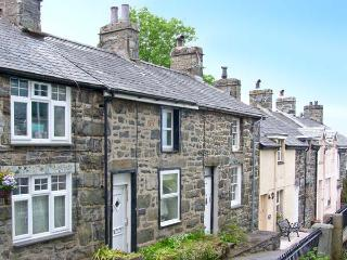 ERFYL, stone-built cottage, woodburner, walking distance to shops and pubs, in Harlech, Ref. 26771 - Snowdonia National Park Area vacation rentals