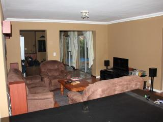 4 bedrm house + pool + large dbl garage + bbq room - Cape Town vacation rentals