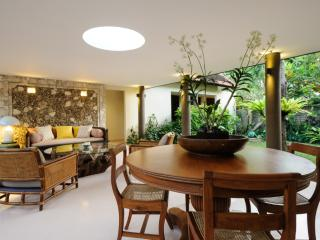 Luxurious 2 Bedroom Villa, in the centre of Sanur and 50 meters to the beach. - Sanur vacation rentals