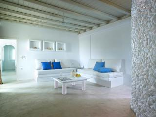 Beautiful & spacious Suite in Pollonia - Cyclades vacation rentals