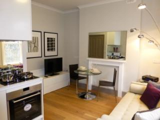 Stylish 1 bed apt in the heart of the City - London vacation rentals