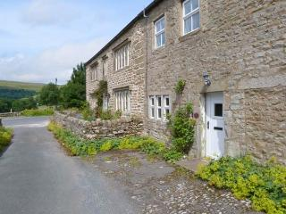 2 ROWAN COTTAGES, romantic base, woodburner, close to shop and pub, in Buckden, Ref. 27835 - Yorkshire Dales National Park vacation rentals