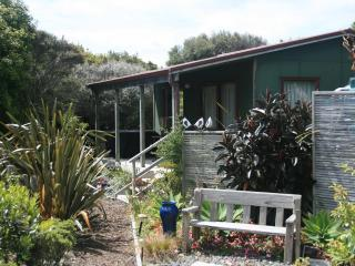 Studio cottage with views over the Kaipara - Northland vacation rentals