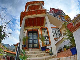 CASA DE LA PAZ-UPPER LEVEL (PLANTA ALTA) - Guanajuato vacation rentals