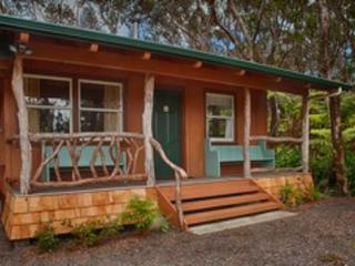 Charming 2 Bedroom Kaluhe Cottage near Village! - Volcano vacation rentals