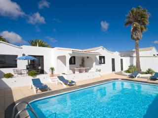 Beautiful villa with private secluded pool Peace and tranquility in Oasis de Nazaret.  An ideal base to see the island from - Teguise vacation rentals
