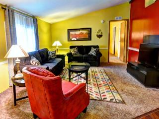 Bay City Jewel - Hot Tub & Fireplace - Bay City vacation rentals