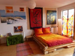 *Quiet DREAM HOME City Center* - balcony&bicycles! - Munich vacation rentals