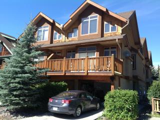 Luxury Townhouse Condo in heart of Canmore - Canmore vacation rentals