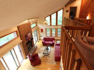 Creek front, Spacious and clean.Sleeps 8-10. Near Bushkill Falls - Bushkill vacation rentals