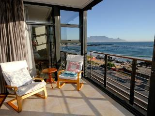 apartment on the beach - Bloubergstrand vacation rentals