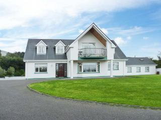 17 ST MICHAEL'S CRESCENT, detached, off road parking, enclosed garden, in Glenbeigh, Ref 28477 - Glenbeigh vacation rentals