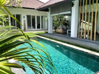 In Seminyak rent a charming villa 4 pers.  in ethnic and minimalist design with natural stones swimming  pool - Seminyak vacation rentals