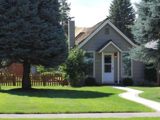 Beautifully appointed, comfortable cottage in the heart of Dayton, WA - Dayton vacation rentals
