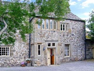 UNTHANK HALL, Grade II* listed, woodburner, parking, dog-friendly, one acre walled paddock, in Stanhope, Ref 21851 - Stanhope vacation rentals