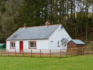 CLERKHILL, family-friendly, beautiful scenery, woodburning stove, in Eskdalemuir, near Langholm Ref. 22615 - Langholm vacation rentals