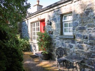 KNOX COTTAGE, single-storey, open fire, off road parking, lawned garden, in Lorrha near Portumna, Ref. 27084 - Northern Ireland vacation rentals