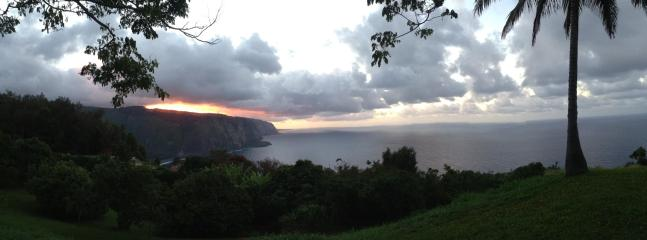 Another beautiful evening - Hale Kukui spectacular ocean cliff cottage with exotic organic permaculture orchard. - Kukuihaele - rentals