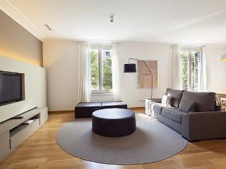 B120 ONE BEDROOM LUXURY CITY APARTMENT - Barcelona vacation rentals