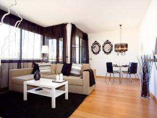 B230 STYLISH BEACH APARTMENT - Barcelona vacation rentals