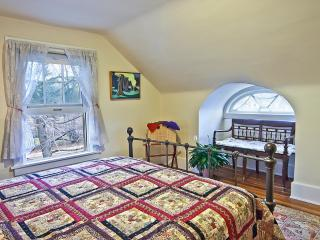 Charming Suite Near Clinic, U.H., Case & Museums - Cleveland vacation rentals