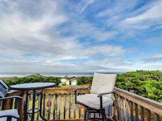 Mermaid's Lair with Hot Tub! - Waldport vacation rentals