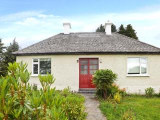 DRIM NA VEE COTTAGE, woodburner, pets welcome, WiFi, Sky TV, in Woodford near Portumna, Ref. 28034 - Whitegate vacation rentals