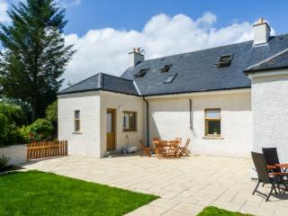 GLED COTTAGE luxury property, woodburner, en-suite facilities, enclosed lawned garden, in Creetown, Ref 28063 - Dumfries & Galloway vacation rentals