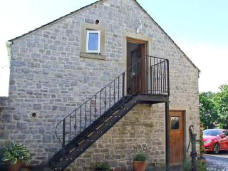 THE LOFT, studio accommodation, all first floor, romantic retreat, balcony, walks in area, in Bradwell, Ref 28564 - Peak District National Park vacation rentals