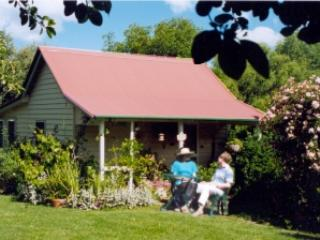 Poppy's Cottage B&B - Armidale vacation rentals