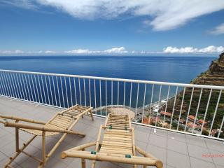 CLIFF HOUSE - Casa da Falésia - Calheta vacation rentals