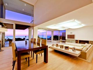 Contemporary villa - 5 minutes walk to Camps Bay - Camps Bay vacation rentals