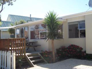 Kiwiana Cottage with a beachy decor - Waihi Beach - Bay of Plenty vacation rentals