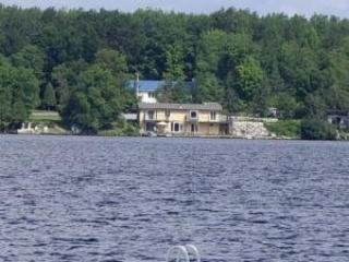 Cottage on a lake for rent. 5 BR. 1.5 Hours from Toronto. - Kawartha Lakes vacation rentals