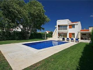 Newly built holiday house for 7 persons, with swimming pool , in Novigrad - Tar vacation rentals