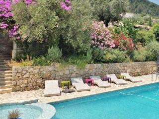 Grasse - Seaview - 3 + 1 Bedroom / 2 Bathroom / sleeps 6 to 8 - Grasse vacation rentals