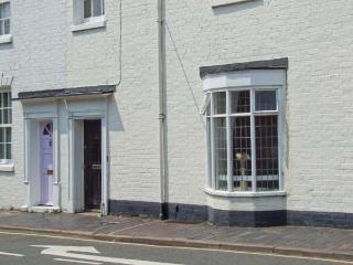 GLOBE HOUSE, ground floor apartment, close to amenities, en-suite wet room, in Stratford-upon-Avon, Ref. 26885 - Stratford-upon-Avon vacation rentals