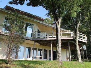 GORGEOUS HOME ON 5 PRIVATE ACRES. SLEEPS 15. VIEW!!!! CLOSE TO BLUE RIDGE PARKWAY - Burnsville vacation rentals
