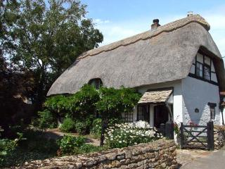 CIDER MILL COTTAGE, family-friendly, thatched roof, character features in Alderton, Ref 28146 - Alderton vacation rentals