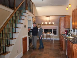 Charming Loft Cottage in Lake Erie's Wine Country - Erie vacation rentals