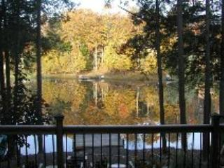 view of deck in fall - Beautiful Pocono Lakefront - Lake Ariel - rentals