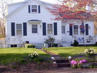 PET FRIENDLY Cozy COUNTRY BUNGALOW Coastal R.I. - Little Compton vacation rentals