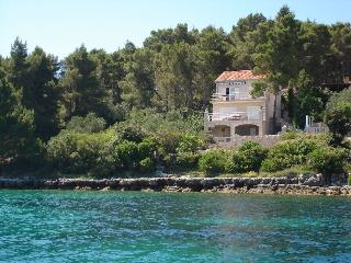 Apartment Perla - only few meters from the sea - Southern Dalmatia Islands vacation rentals