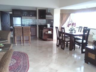 Rent very big apartment, 50 m to beach, Rayong - Rayong vacation rentals