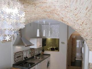 Studio Apartment 'La Boveda' - Caceres vacation rentals