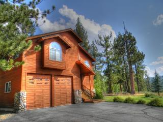 Grand home, very open and spacious close to Boca! - Truckee vacation rentals