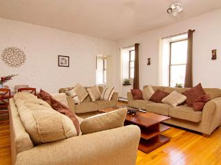 Elegant Skyline 4BR/1BA in Midtown for 10! - Manhattan vacation rentals