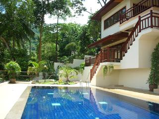 KataKiwiRoo: Beautiful one bedroom Apartment overlooking Kata and Andaman sea RJ01 - Kata vacation rentals