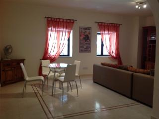 Modern appartment with 3 bedrooms, 2 bathrooms, fully air-conditioned, large kitchen and garage! - Malta vacation rentals